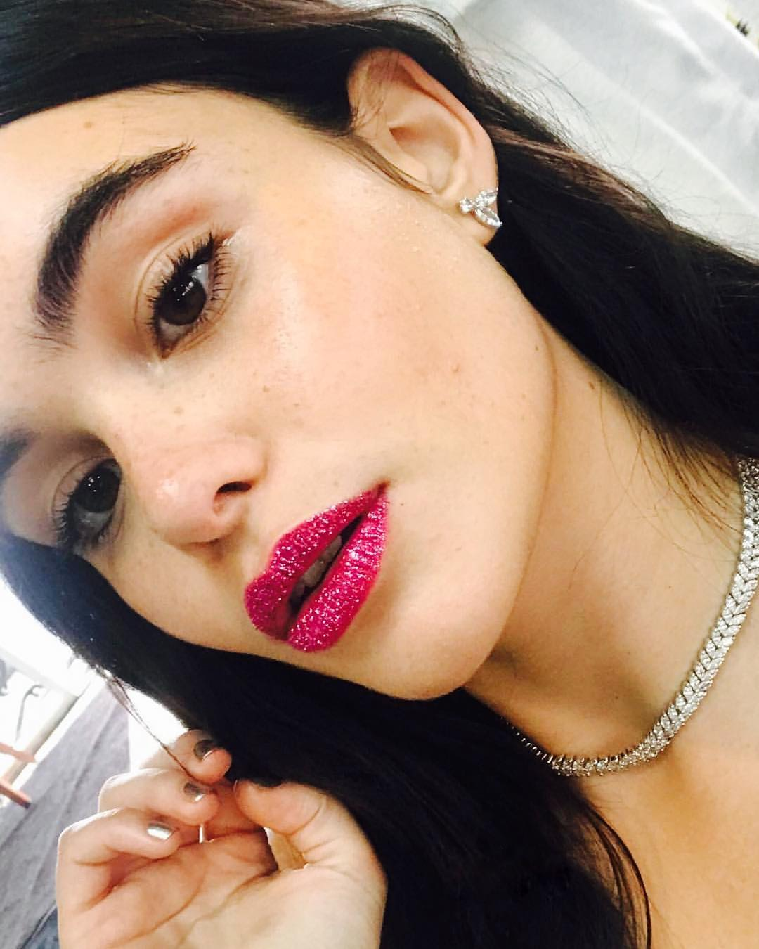 Prom Beauty: DIY Glitter Lips with step-by-step tips from makeup artist Kali Kennedy