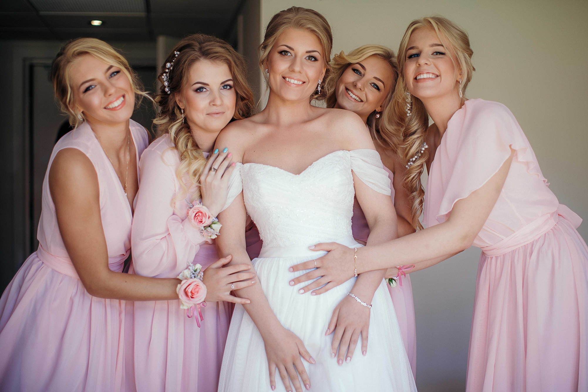 Real Bride Anna with her bridesmaids