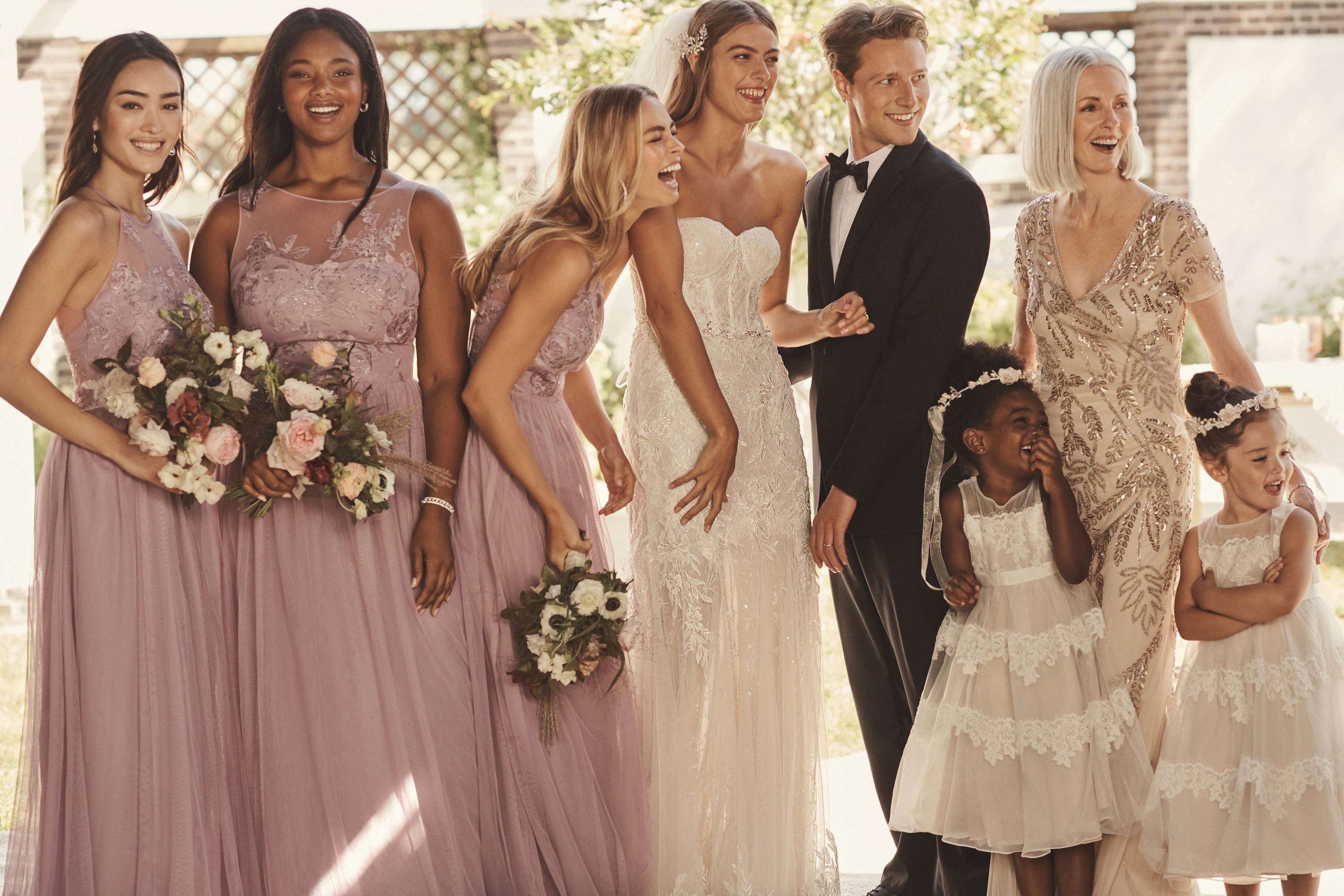 Full bridal party featuring lavender haze bridesmaid dresses