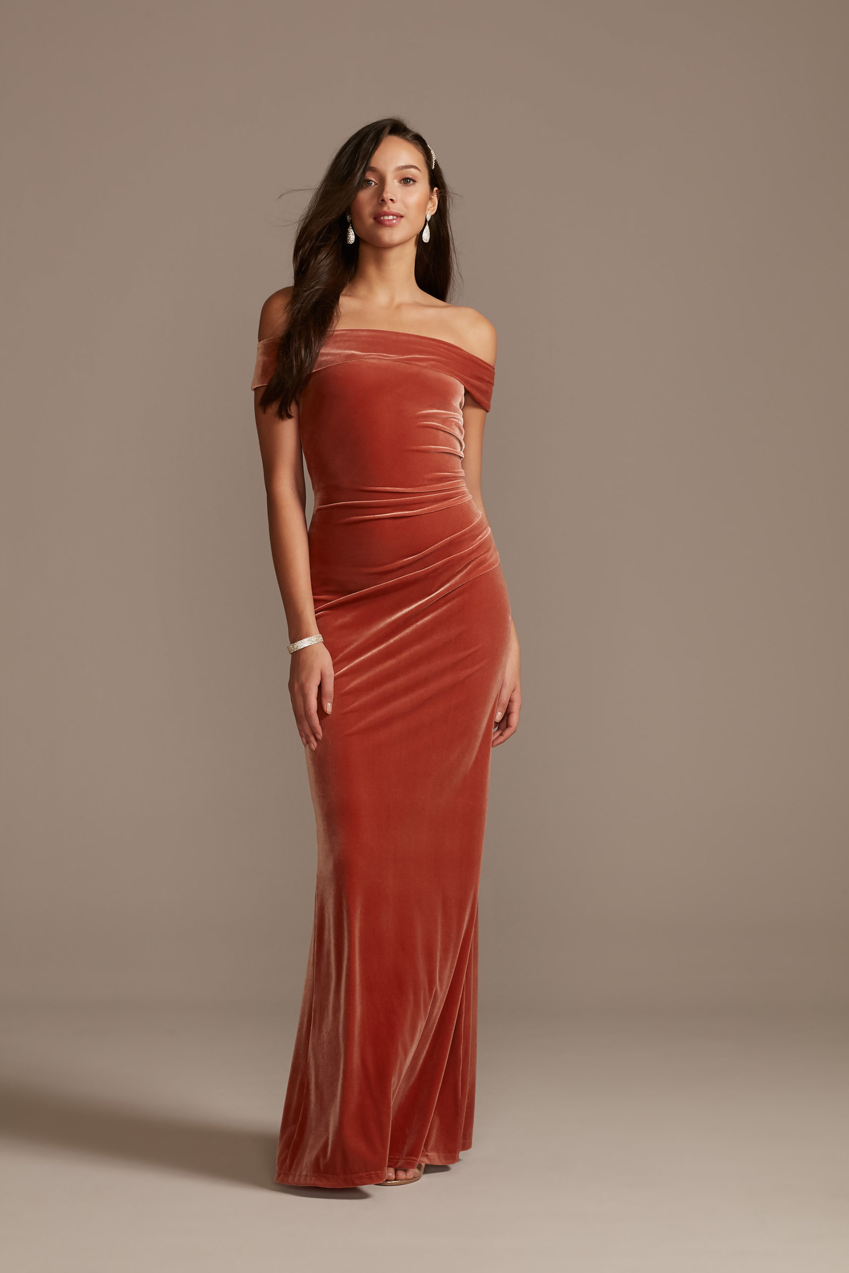 robe demoiselle d'honneur longue fourreau orange foncé col bardot