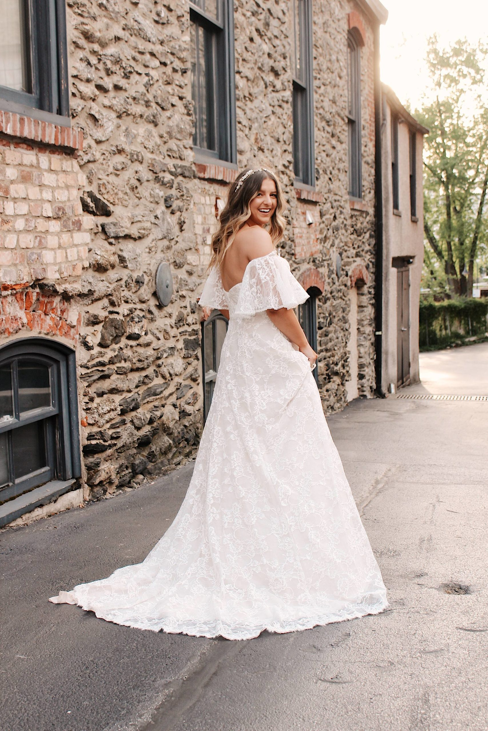 bride in a-line wedding dress with removable voluminous sleeves