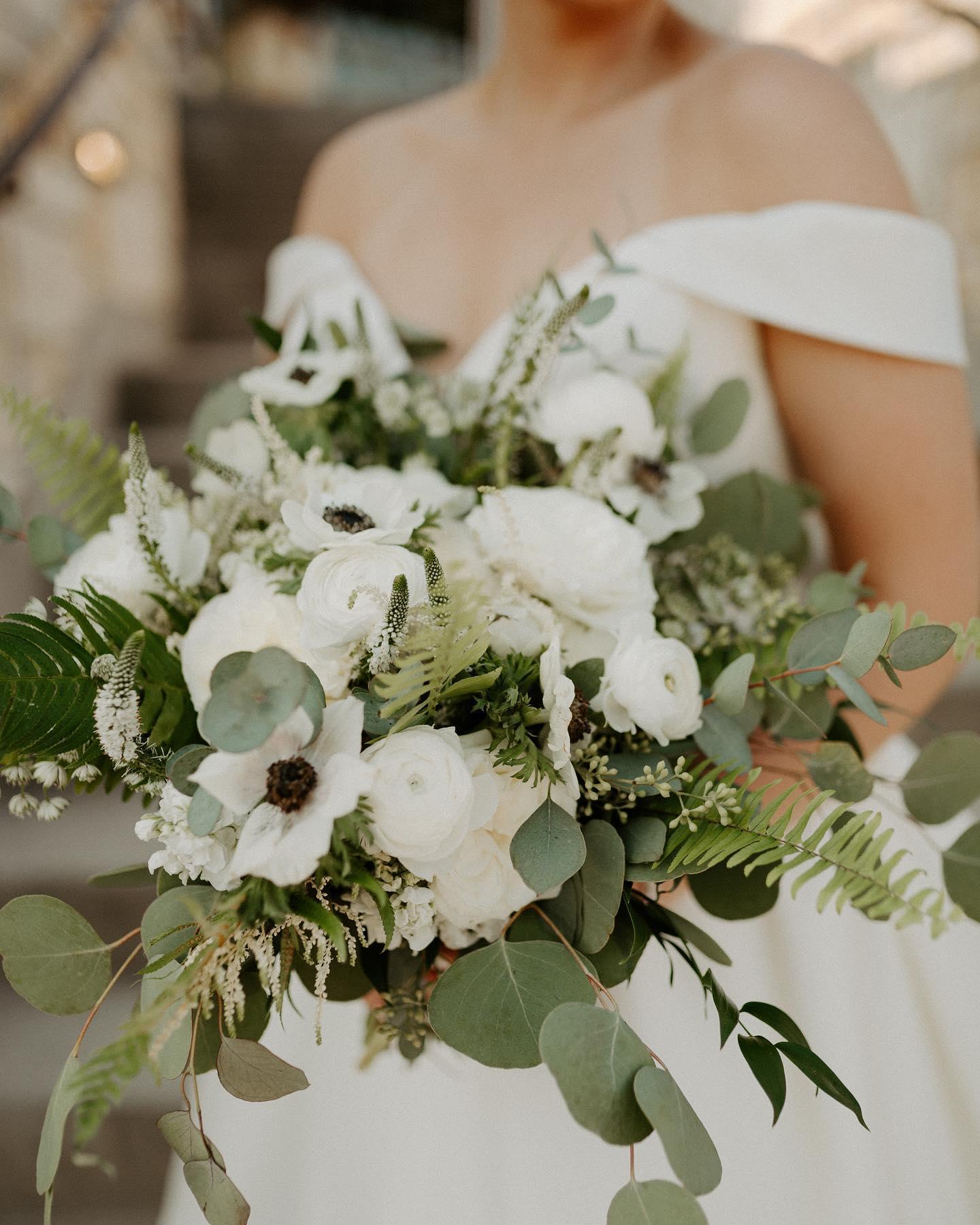 detail shot of bridal bouquet