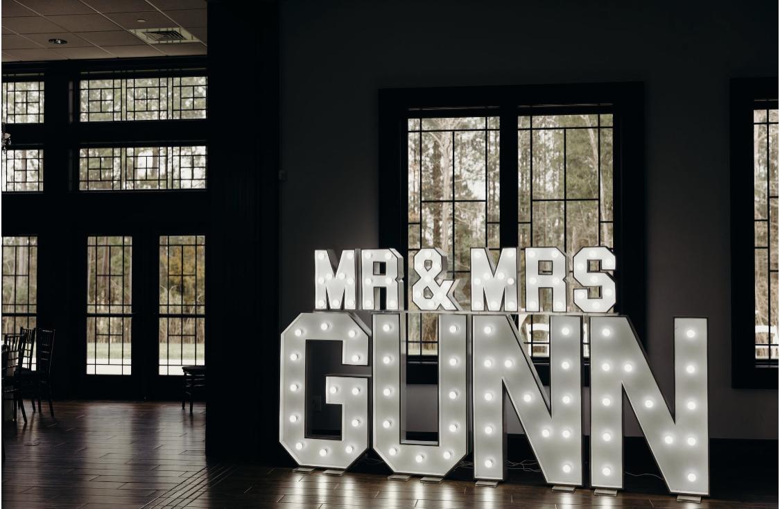 mr & mrs gunn light sign